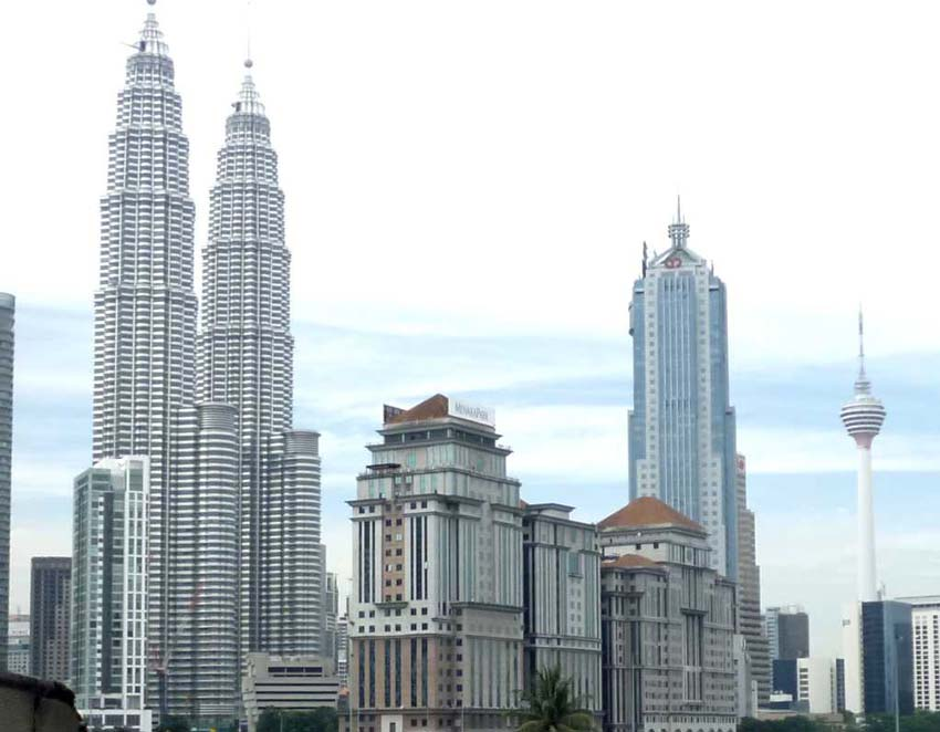 Башни Петронас в Куала-Лумпуре - что внутри и снаружи?